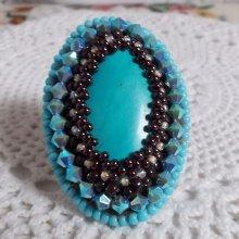 Bague brodée avec des cristaux de Swarovski façon Turquoise.