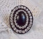 Bague avec une pierre de gemme, un onyx noir brodé Stone Noire