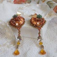 Boucles d'oreilles Chic Ethnique brodées tout en perles, cristal de Swarovski, façon Souffle D'Automne