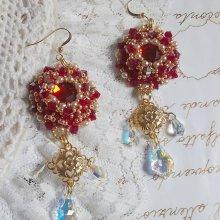 Boucles d'oreilles avec des cristaux de Sawarovski brodées façon Rubis