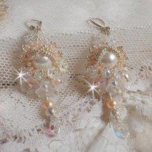 Boucles d'oreilles avec des cristaux de Swarovski brodées façon Bouquet d'un Jour