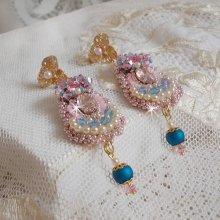 Boucles d'oreilles avec des cristaux de Swarovski brodées façon Bohême