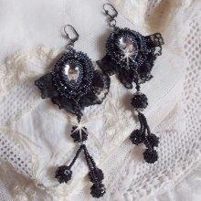Boucles d'oreilles avec des cristaux de Swarovski brodées  Tenue de Soirée