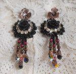 Boucles d'oreilles Midnight Daisy tout en finesse avec ces perles nacrées