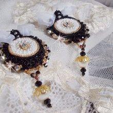 Boucles d'oreilles vintage Haute-Couture avec une dentelle noire brodées Noir Sacré