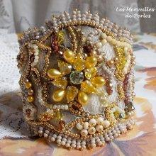 Bracelet Baroque 'Colorado' joliment brillant avec les perles jaunes.