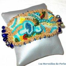 Bracelet brodé 'Papillon Or Bleu', très belles rocailles.