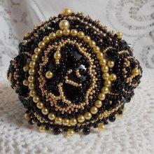 Bracelet manchette brodé avec un onyx noir Cléopâtra.