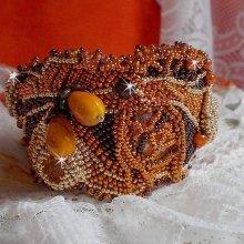 Bracelet manchette Haute-Couture Lady in Orange, cristal de Swarovski, rocailles, perles et cuir.