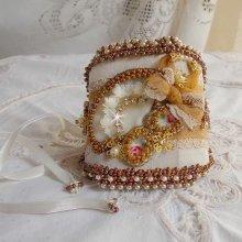 Bracelet manchette Reflets de Rosée, perles nacrées, rocailles et dentelle.