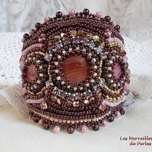 Bracelet manchette vintage brodé avec des nacres en acajou façon Belle Romance