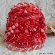 Bracelet tissé et brodé 'Coralie' très riche en pierres semi-précieuses