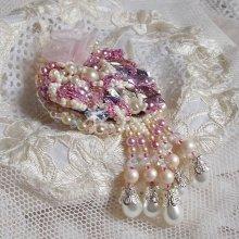 Broche Haute-Couture brodée avec des cristaux de Swarovski façon Fleurs d'été