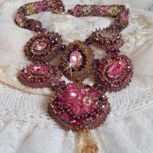 Collier brodé avec des perles Swarovski façon Crystal Majestic Haute-Couture