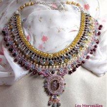 Collier cristaux de Swarovski Haute couture 'Reine des Nuits', une pluie de merveilleux cristaux et perles nacrées