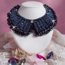 Collier Haute-Couture avec des cristaux de Swarovski brodé Tenue de Soirée.
