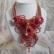 Collier Haute-Couture avec des perles Agate rouge et corail semi-précieux brodé façon Rubis
