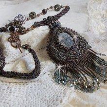 Collier pendentif brodé avec un Jaspe Picasso façon Long Brown Picasso