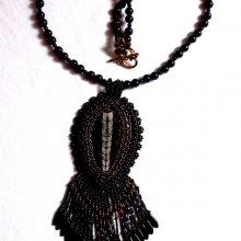 Collier pendentif brodé 'Lisbonne' d'un soir