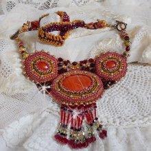 Collier pendentif brodé avec des pierres de gemme façon Jaspe Rouge