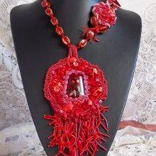 Collier pendentif 'Coralie' pierres semi-précieuses en abondance.