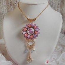 Collier pendentif avec des cristaux de Swarovski brodé façon Glace Purple