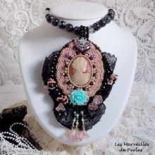 Collier pendentif tissé et brodé 'Marquise' bijou somptueux avec ces perles