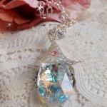 Collier Fleur d'Argent avec un merveilleux pendentif en cristal de Swarovski, un intercalaire cœur argenté avec une chaîne, des anneaux, un fermoir et une chaînette d'extension en Argent 925/1000