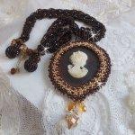 Collier pendentif Souvenir Eternel crée avec des perles de qualité