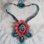 Collier Haute-Couture Naïade, cabochons turqoise et cristaux de Swarovski.