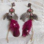 BO Navajo Fuchsia et Marron avec des perles de verre, des cristaux de Swarovski et des plumes
