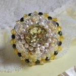 Bague Les Délices de l'Eté brodée avec des cristaux de Swarovski, rocailles, argent 925