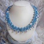 Collier Light Azur avec des perles nacrées en cristal de Swarovski et des gouttes en verre