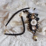 Collier Noir Sacré vintage Haute-Couture brodé avec des cristaux de Swarovski