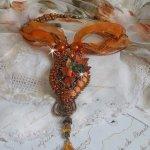 Pendentif  Souffle d'Automne Chic Ethnique, brodée tout en perles et cristal de Swarovski