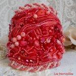 Bracelet manchette Coralie brodé avecdes pierres semi-précieuses très riches en couleurs