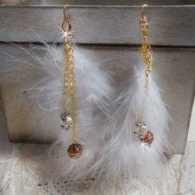 BO Douce Blanche dorées et montées avec des plumes Bohème indienne style Amérindien