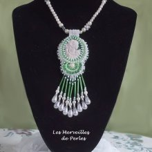Collier 'Séduction Charme' un brin de folie dans un tourbillon de perles.