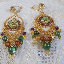 BO Lune Vénitienne brodées avec un ruban de soie de couleur Caméléon avec des cristaux de Swarovski et des perles magiques
