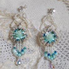 Boucles d'oreilles Haute-Couture Blue Flowers avec des perles de Swarovski et rocailles Miyuki