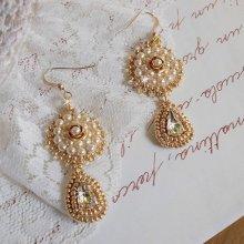Boucles d'oreilles Romantiques Roses Dorées, perles et cristal de Swarovski.