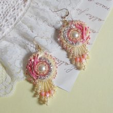 Boucles d'oreilles Coeur Tendre, perles nacrées, corail et Crystal de Swarovski.