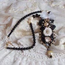 Collier Noir Sacré vintage Haute-Couture brodé avec des cristaux de Swarovski, un ruban organza et des rocailles Miyuki