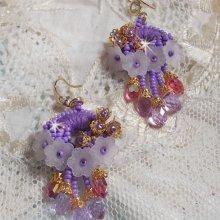 BO Laureline brodées avec des cristaux de Swarovski,  du coton DMC mauve, des fleurs Lucite et des rocailles