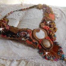 Collier plastron Envol Exotique brodé de dentelle, perles de gemme, diversesperles de très belle qualité façon Haute-Couture