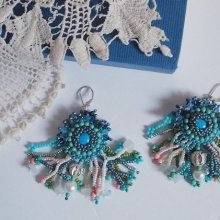 BO La Petite Sirène brodées des perles de gemmes (cabochons en Turquoise et chips Pierre de Lune), des cristaux de Swarovski, des perles nacrées, des rocailles et des crochets d'oreilles en Argent 925