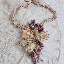Collier Les Floralies crée tout en rocailles Miyuki, verre et perles de gemme.