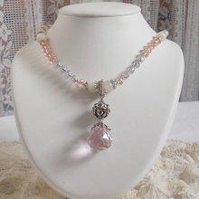 Collier pendentif Rose Irisée  brodée de cristaux de Swarovski, argent, pierre de Lune et perles