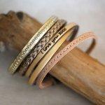 Ensemble de bracelets cuir à empiler personnalisables tons dorés et métallisés