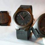 Montre petit cadran bois personnalisable sur cuir Noir